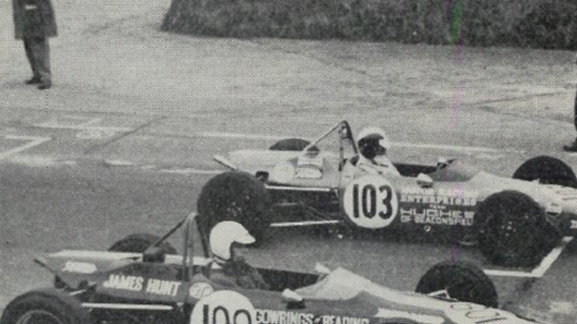 Avon-shod-formula-ford(nearestcamera)on-starting-grid.png