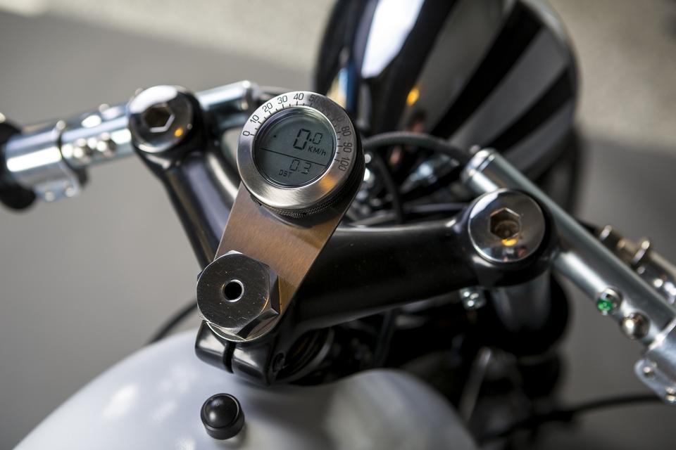 MR348-Speedo-Headlight-Copy.jpg