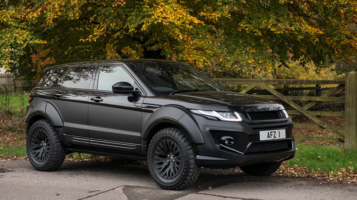 Kahn-Evoque-Cooper-Discoverer-ST_MAXX-Countryside-Road.png
